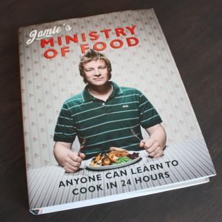 Excelente livro de culinária: Revolução na Cozinha do Jamie Oliver. Cheio de receitas práticas, simples de preparar e deliciosas!