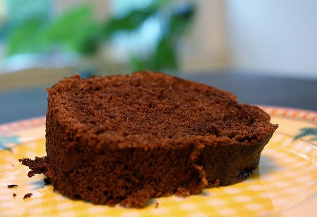 Fatia de bolo de chocolate simples