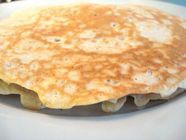 Deliciosa receita de panquecas de aveia. Simples de preparar, saudável, leve e saborosa. Ótima opção para começar bem o dia com um café da manhã especial.