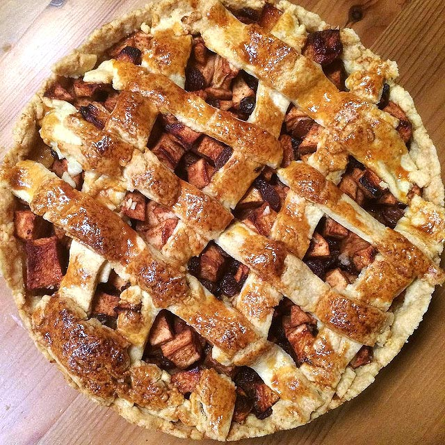 Torta de maçã holandesa típica, a verdadeira torta holandesa. Rica em maçãs, deliciosa, perfeita com um café.