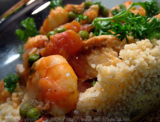 Delicioso peixe ao molho de camarão com cuscuz marroquino, super fácil e rápido de preparar.
