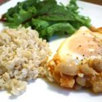 Feijão branco ao molho de tomate picante com ovos e o Entre Panelas de cozinha nova