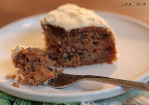 Esse bolo de cenoura com banana e nozes é o bolo de cenoura na Holanda. Uma receita nutritiva e deliciosa. Simples de preparar, rico em sabor e textura.