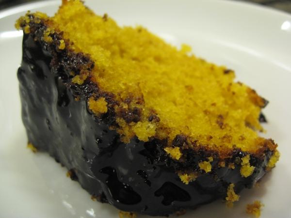fatia de fatia de bolo de banana e nozes