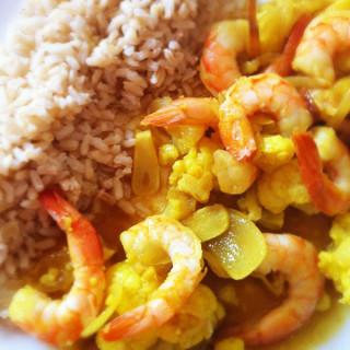 Curry de camarão e couve-flor rápido e fácil