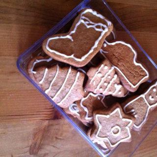 Biscoito de Natal com especiarias e glacê de limão